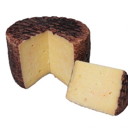 formaggio pecorino stagionato al vino taurasi tagliato
